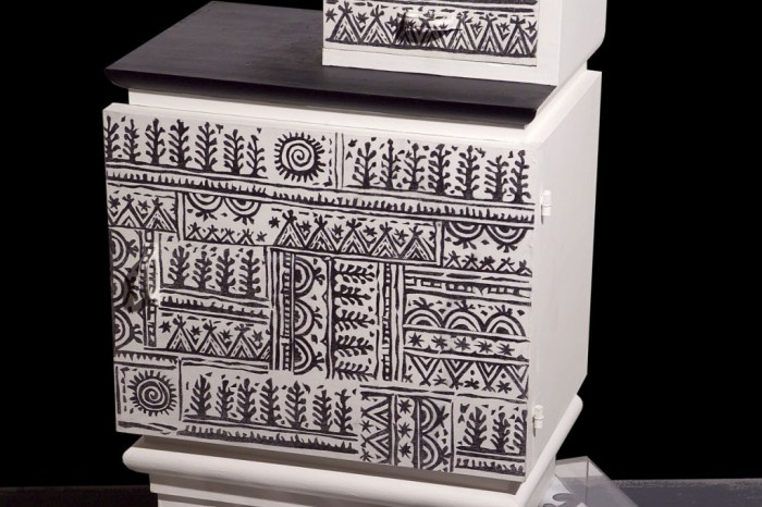 ComodinoTatoo01web-1024x1024