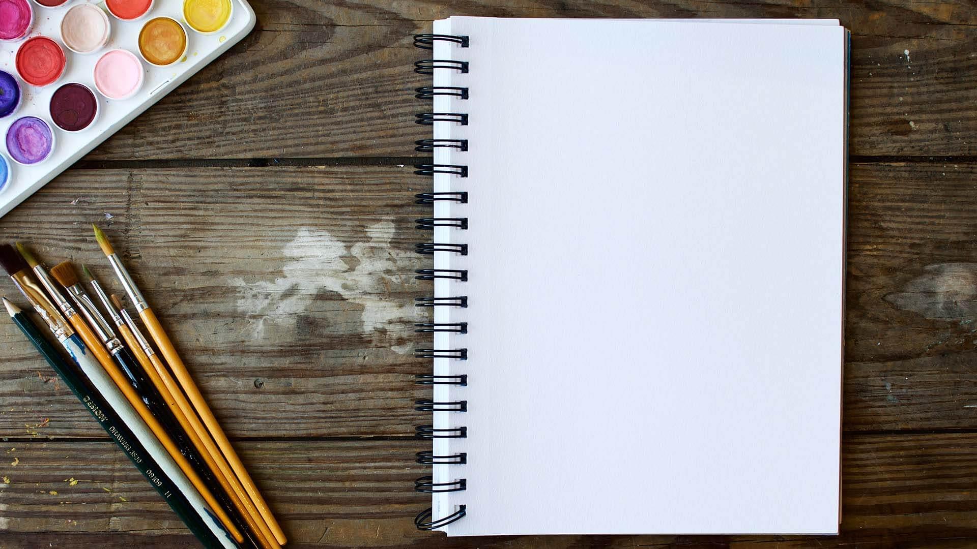 Block notes con matite e colori