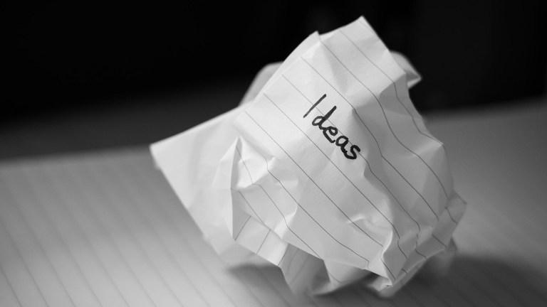 foglio di carta arrotolato con scritta