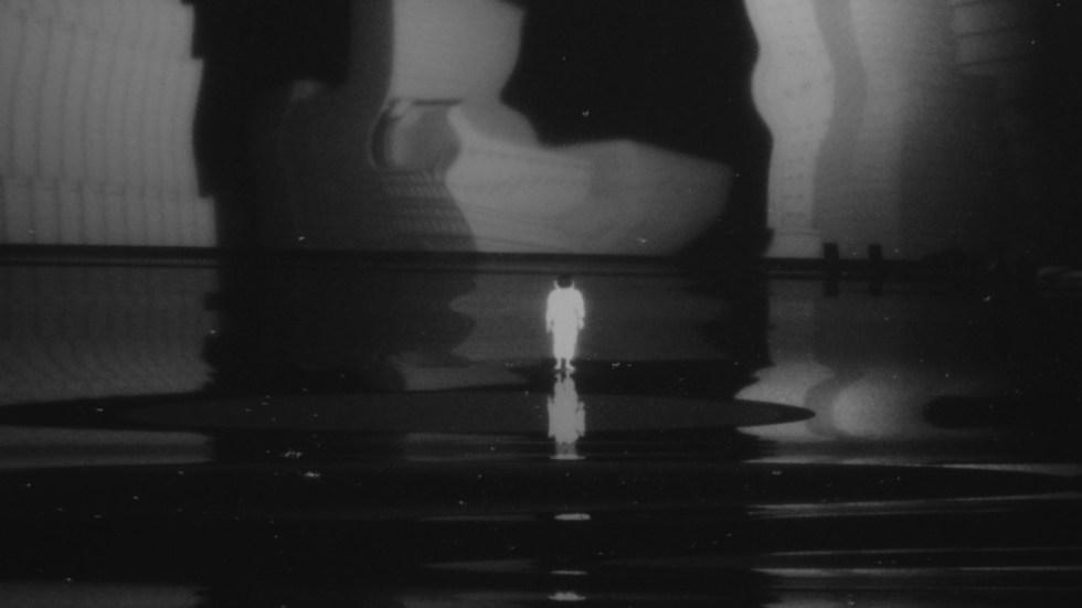 "Mixing C4D, Charcoal e Cel Animation per ""Last I Heard"" di Thom Yorke - Astronauta"