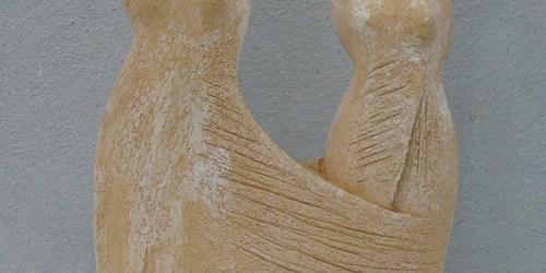 Scultore Paolo Moro. Scultura in terracotta. Titolo amiche