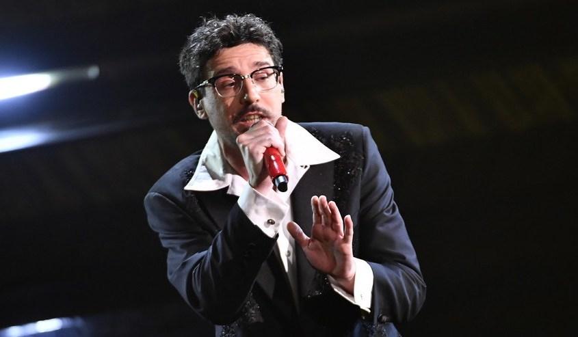 IL FATTO QUOTIDIANO – Sanremo 2021. Willie Peyote realismo e poetica coerente, il migliore