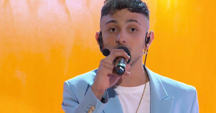 IL FATTO QUOTIDIANO – Sanremo 2021: Random poteva farsi prestare il microfono rotto