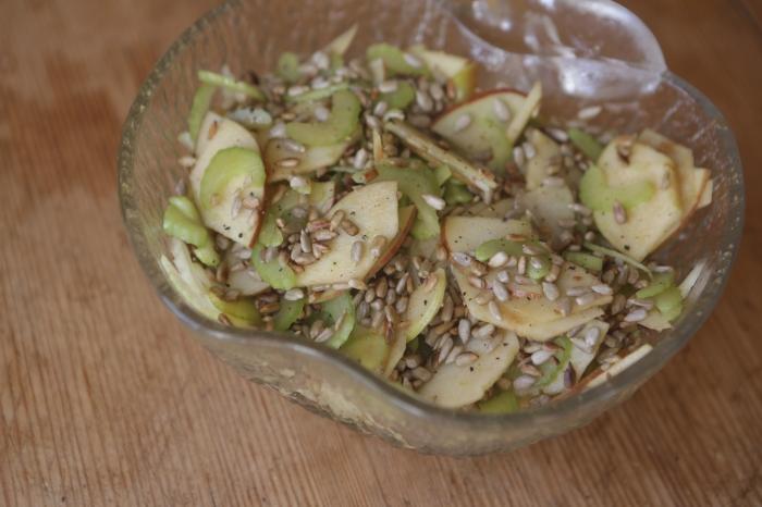 salada maça-aipo-girassol