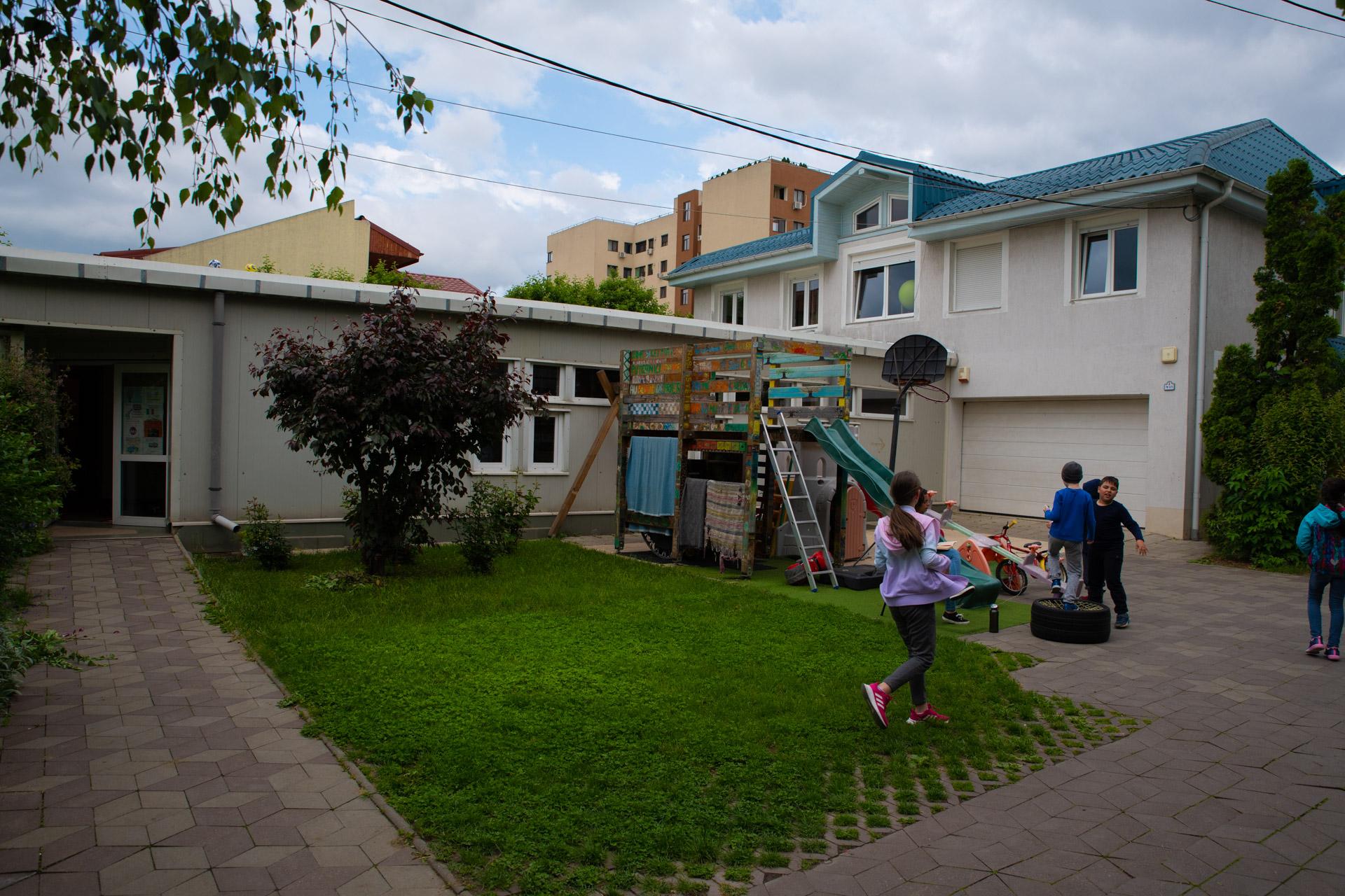 Bucureștii Noi – o parohie iubită de copiii din cartier | VIDEO