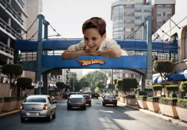 https://i2.wp.com/www.paper-plane.fr/wp-content/uploads/2010/03/Mattel-Toyrus-hotwheels-petites-voitures-mexique-ogilvy-mexico-enfant-jouet-outdoor-ambient-marketing-600x416.jpg