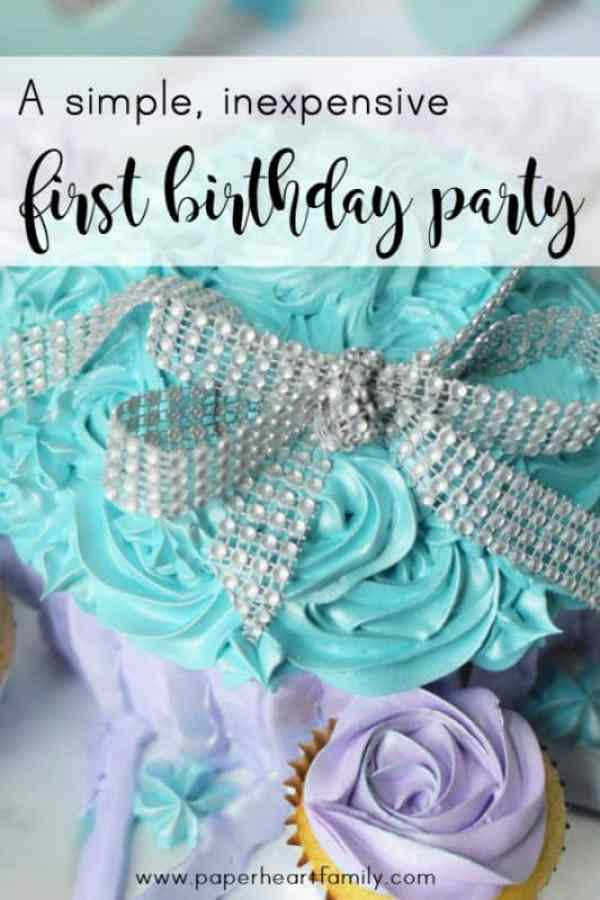 Plan the perfect, simple and beautiful Twinkle, Twinkle, Little Star birthday party for baby's first birthday.