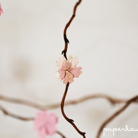 How To Make An Origami Cherry Blossom Tree With Willow Branches via @paper_kawaii