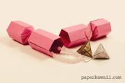 Origami Christmas Cracker Video Tutorial via @paper_kawaii