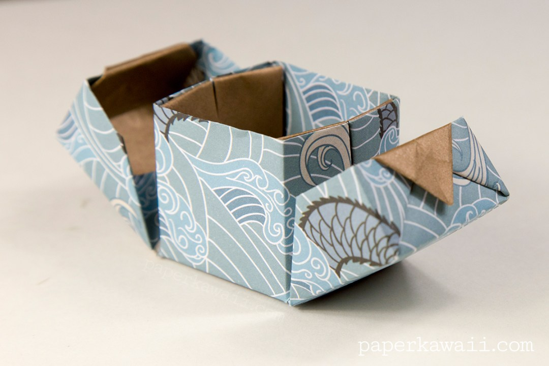 Origami Hinged Box Video Tutorial via @paper_kawaii
