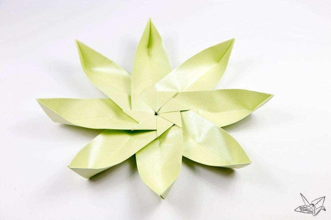Modular Origami Lotus Flower with 8 Petals - Tutorial