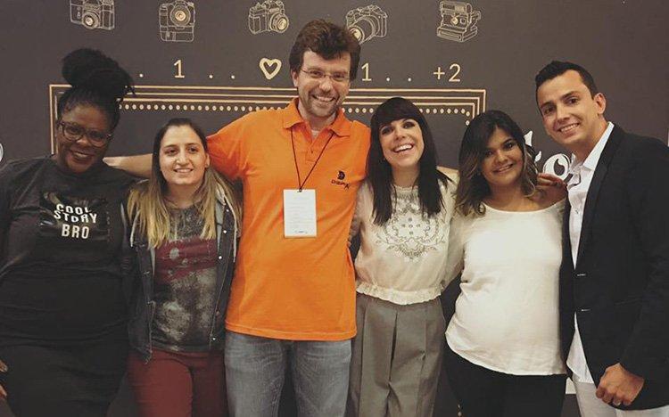 Lidi, sua equipe, Marcos Perlman e a modelo gravidinha no evento foto: Facebook Lidiane Lopez