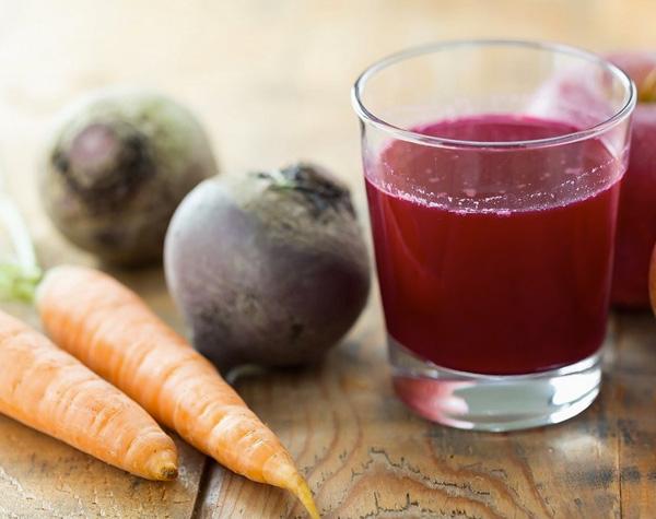 sucos para manter o bronzeado papo gula - beterraba e cenoura