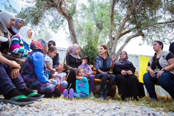 """(Photos) Jordan's Queen Rania Applauds """"Remarkable Empathy and Kindness"""" of Greek People During Visit to Lesvos"""