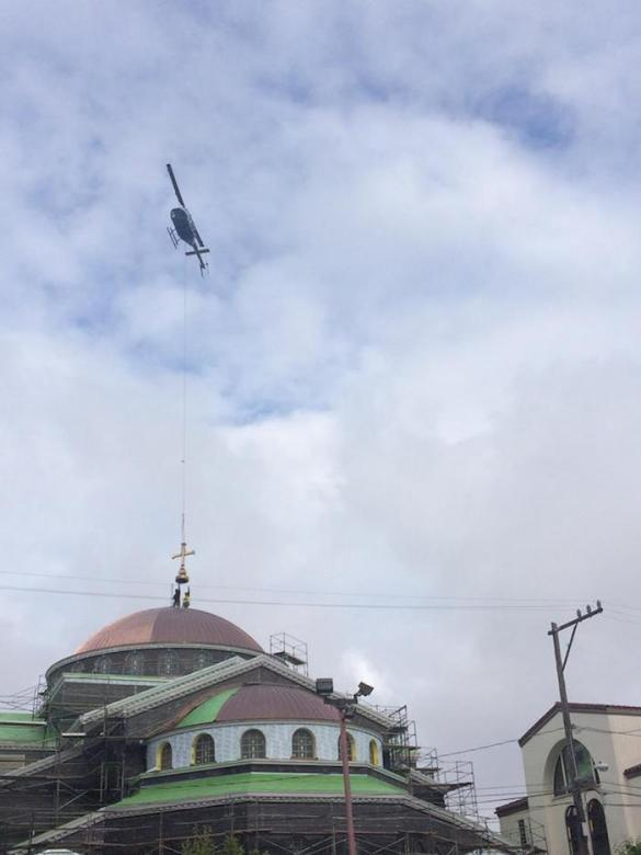 (Video, Photos) San Francisco Cathedral Gets its Cross via Helicopter