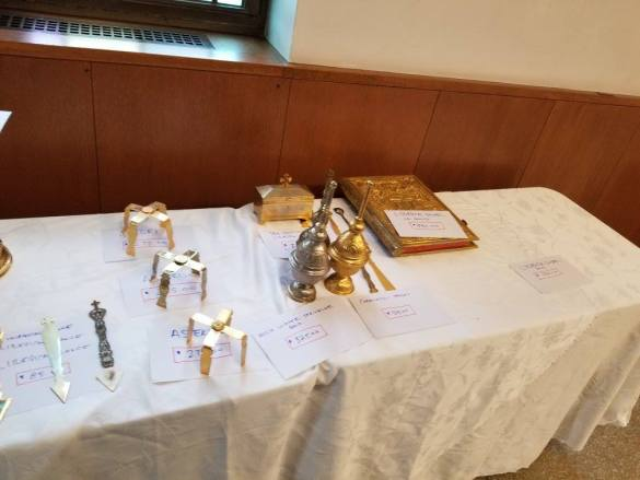 (Photos) Massachusetts Church Turns Sacred Items into Garage Sale-Like Spectacle