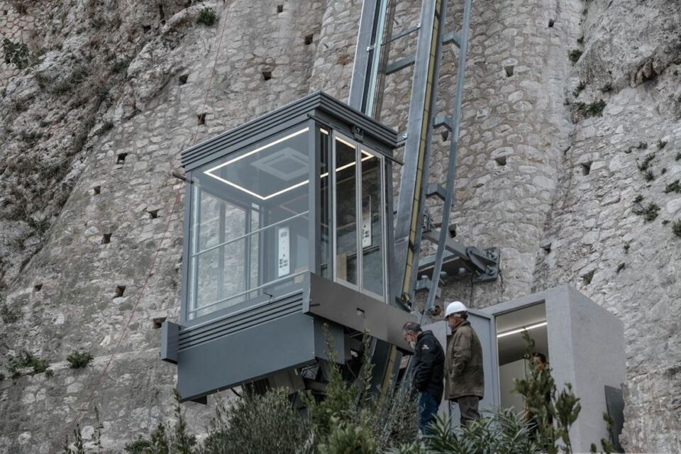 Vertical lift Acropolis