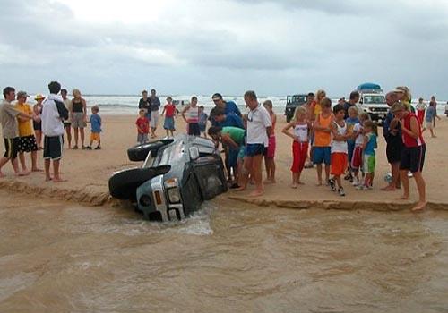 suv-beach-buried
