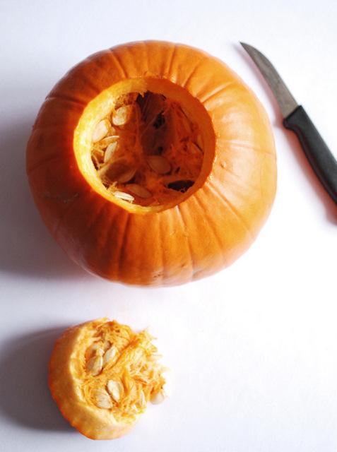halloweenowa dynia, jak wyciąć halloweenowy lampion z dyni,