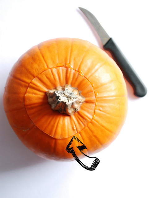 jak wyciąć halloweenową dynię, halloweenowy lampion z dyni