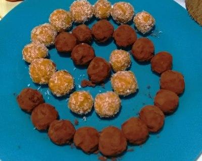 Bolitas de zanahoria con coco y caca