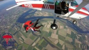 Parachutespringen op Vliegveld Midden-Zeeland - Parachutespringen.nl