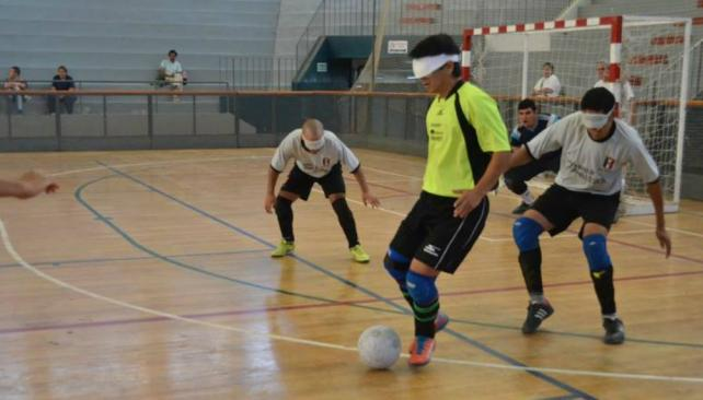 Fútbol para ciegos: River, Estudiantes y Rosell picaron en punta