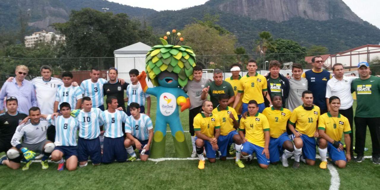 Los Murciélagos y Brasil, mano a mano
