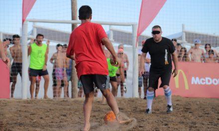 McDonald's y una nueva exhibición de fútbol 5 para ciegos en Pinamar