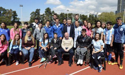 El presidente Macri se reunió con atletas paralímpicos en el CENARD