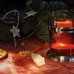 Tee und Kandis am Weihnachtsbaum