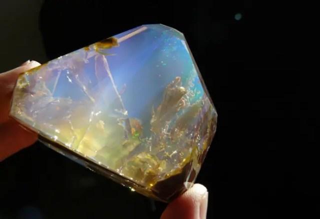 magische mineralen opaal