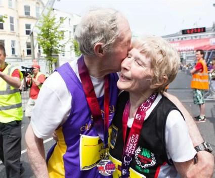 Dit 80-jarige stel vierde hun jubileum door de marathon te winnen