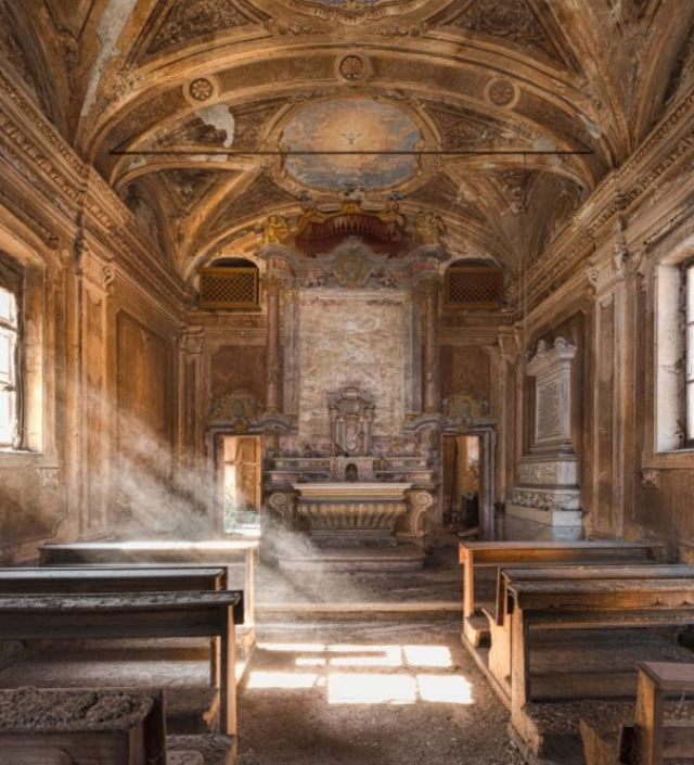 Fotograaf legt prachtige verlaten kerken in heel Europa vast
