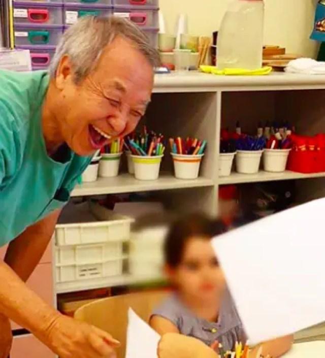 Grootvader communiceert via tekeningen op Instagram met zijn kleinkinderen