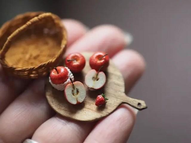handmade-miniature-art-japanese-artist-kiyomi-56-5a16dd5fb5192__700