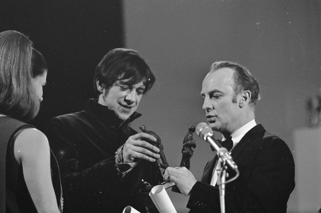 wikimedia commons Grand_Gala_du_Disque_Populaire_1968_-_Ramses_Shaffy_&_Wim_Sonneveld