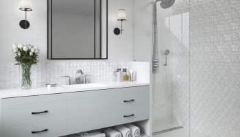 Biała łazienka Z Drewnianą Podłogą Poznaj Duet Idealny