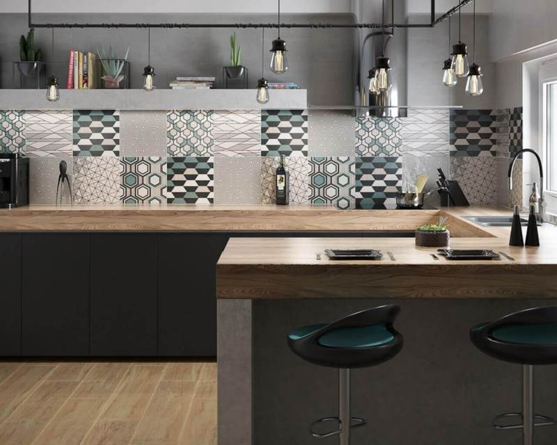 Geometric motifs are a grateful theme for arrangement plays - especially in the kitchen, where it is enough to accentuate a separate part of the walls (e.g. space above the top).