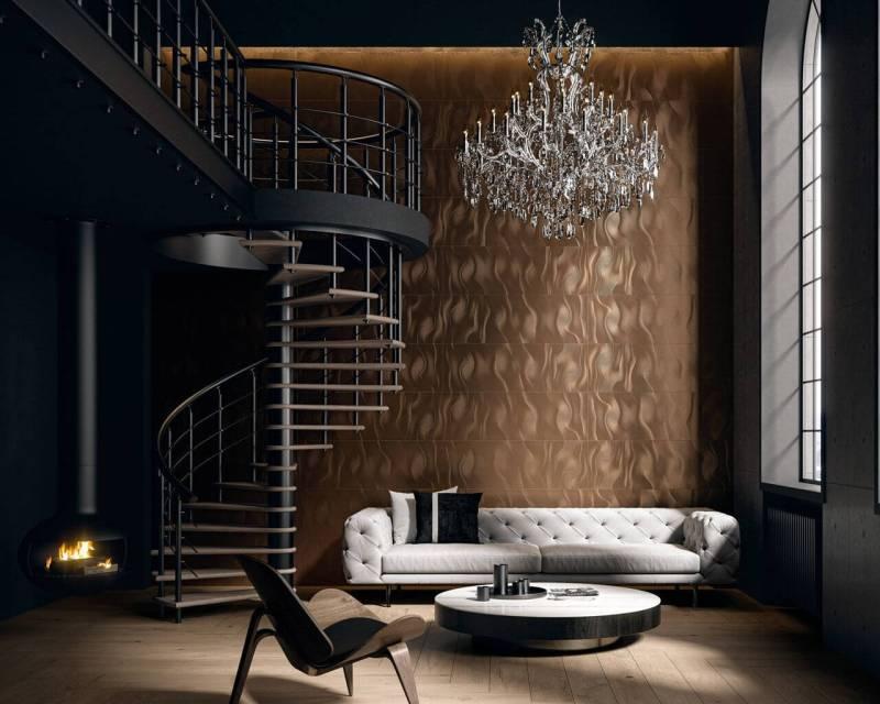 Nowoczesne wnętrze wstylu glamour zwraca uwagę ścianą zmiedzianymi płytkami iogromnym, kryształowym żyrandolem.