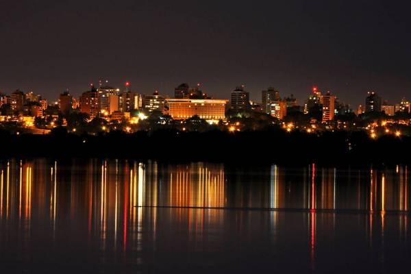 Paraná: vista nocturna desde el río