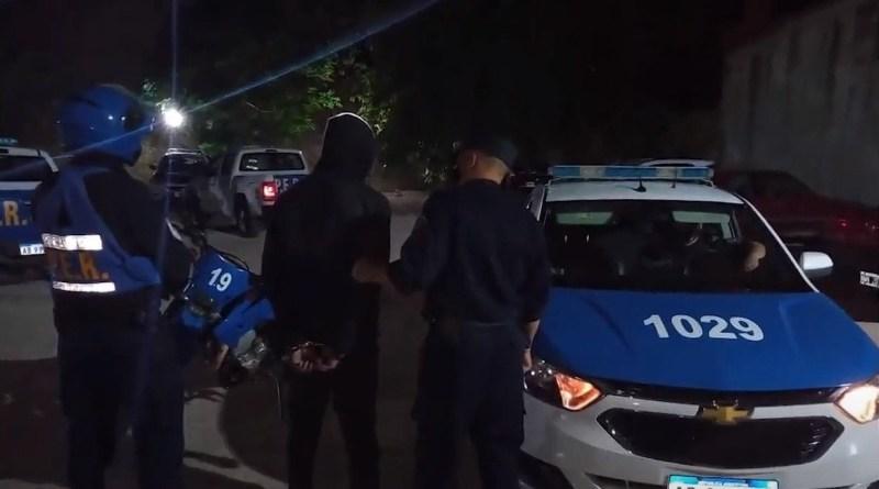 Policía de Entre Ríos se lleva al delincuente atrapado por la gente