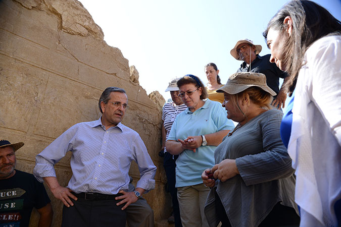 greek-pm-antonis-samaras-his-wife-learn-more-about-ancient-amphipolis-tomb
