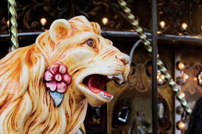 Lion à fleurs