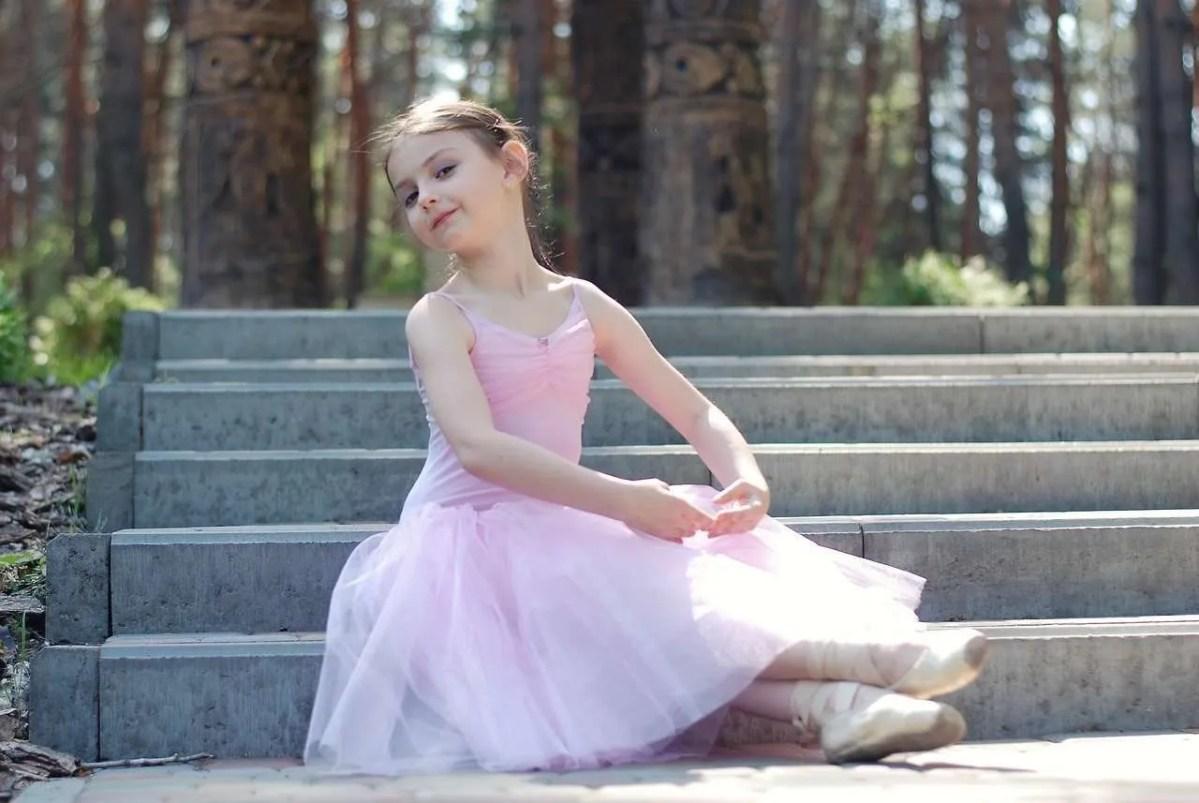 Daderina - Vader schiet dochter te hulp tijdens balletvoorstelling