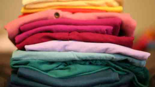 7 Simple Ways to Teach Your Baby While Folding the Laundry