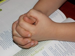 Top Tips for Teaching Kids How to Pray With Others - Parenting Like Hannah