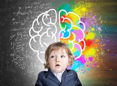 Enfant qui réfléchit