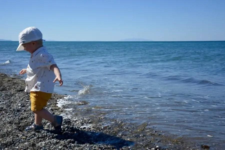 Les 10 commandements des parents qui vont à la plage avec bébé.plage,bébé,paradisiaque,enfant,voyage,plage avec bébé, brassard,mer,kid,pinède,méditerrannée,thumb_DSC_0051_1024