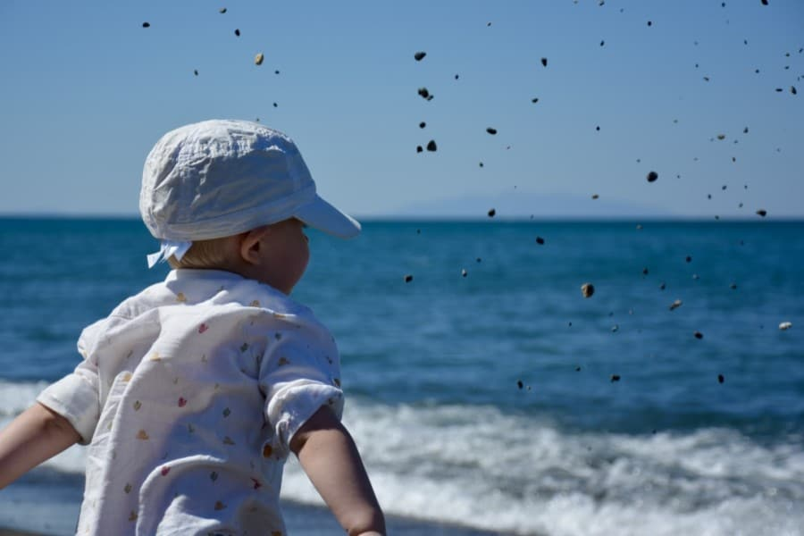 Les 10 commandements des parents qui vont à la plage avec bébé.plage,bébé,paradisiaque,enfant,voyage,plage avec bébé, brassard,mer,kid,pinède,méditerrannée,thumb_DSC_0056_1024